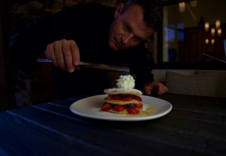 Italian chef preparing the pancakes at hotel Bellagio